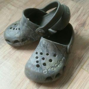 Crocs baby boy size 6c camo